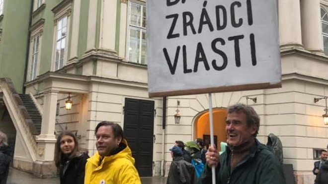 Matěj Ruppert na demonstraci proti Babišovi